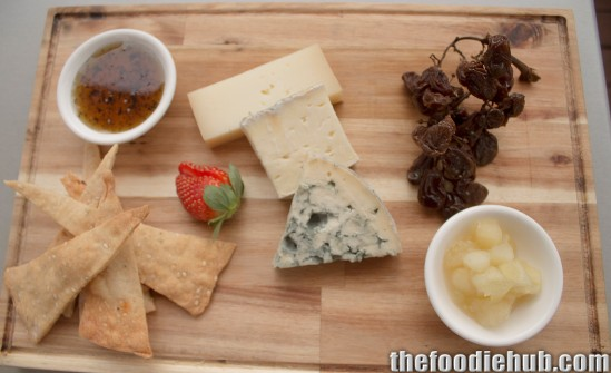 Arrigoni taleggio, Queso Valedeon & Urbriaco al Prosecco cheeses with muscatels, lavosh, apple chutney & truffle honey 2